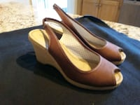 Brown slingback wedges size 8 Montréal, H8Z 1K7