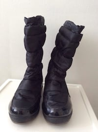 Cougar snow boots very light worn as new ,for girls size 13