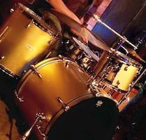 Gold sparkle Pearl drums w/Black Pearl snare drum