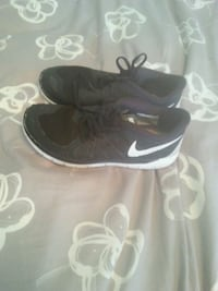 pair of black Nike low-top sneakers Coquitlam, V3K 2A5