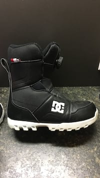 DC youth sz 5 snowboard boots Langley, V2Y 2Z7