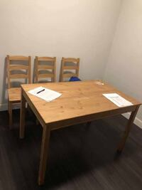 Dinning table and four chairs Quincy, 02169