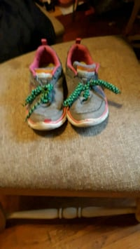 8 pairs of shoes  $25. For all 663 mi