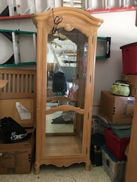 Ethan Allan curio Cabinet with glass shelves and ornate keyhole