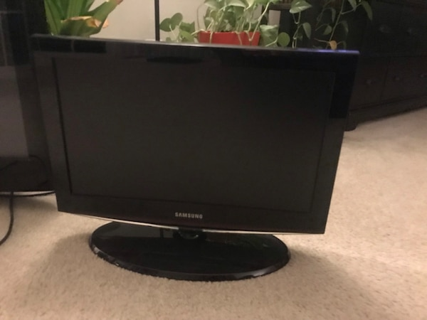 "32"" Samsung Flat Screen TV d1fb3924-225d-441b-b2c0-00ceaa0c0ffc"