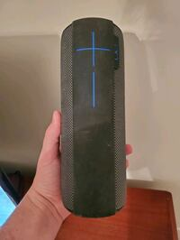 UE MEGABOOM with charger