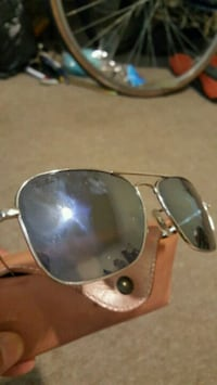 silver framed Ray Ban aviator sunglasses Oxon Hill, 20745