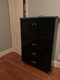 Chest of drawers/Dresser (Black)