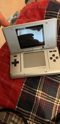 white Nintendo DS with box