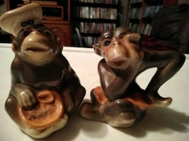 Old monkey salt and pepper shakers