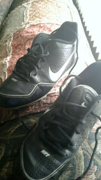 unpaired black Nike low-top sneaker West Hazleton, 18202