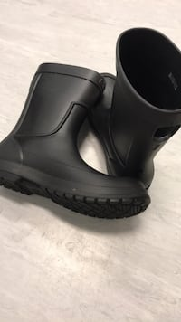 Croc Rain Boots - Fully Waterproof - MINT CONDITION BRAND NEW Burnaby, V5H 0E5