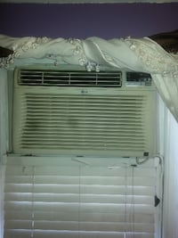 Heavy Duty LG Air Conditioner With Remote Contorol Queens