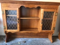 Antique solid wood hutch. perfect condition. Ready to pick up. Hampstead, H3X 3Z9