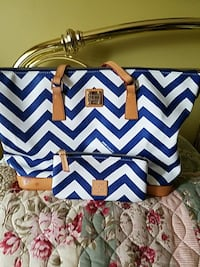 blue and white Dooney & Bouke chevron leather tote bag Queens, 11375