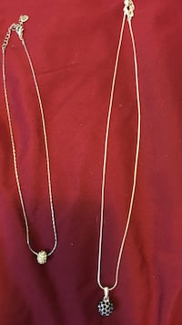 silver-colored chain necklaces Red Deer, T4P