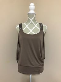 Guess cold shoulder top Size S - $12 OBO 1968 km