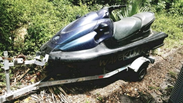 Selling As pair Yamaha xl700 waverunner and seadoo