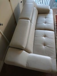 tufted white  sofa District Heights, 20747