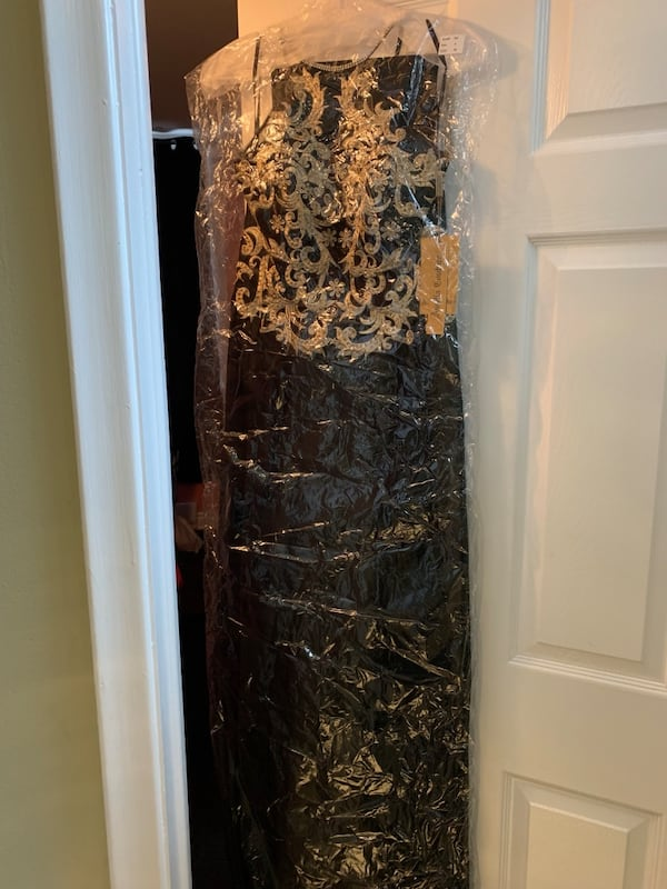 BNWT SIZE 4 Full length gown - black/gold - FINAL PRICE REDUCTION! 51d3c55f-24ba-4bec-b34a-ecd7e45e5352