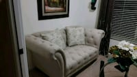 Loveseat with 2 accent pillows  Port St. Lucie, 34987