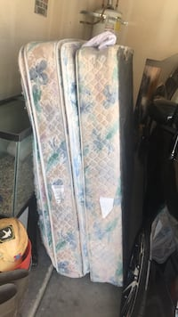 white and blue floral mattress Bakersfield, 93311