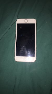 iPhone 7 Rose Gold 64g. Excellent condition  Burnaby, V5A 3W1