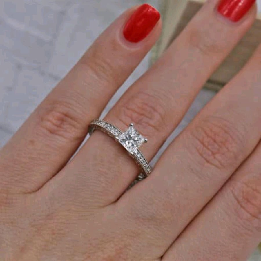 Engagement ring features solitaire Diamond ENG-10009 - SHIPPING ONLY
