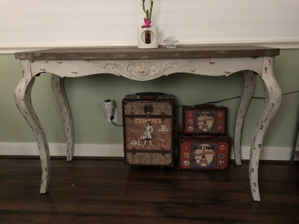 Shavy Chic French Console
