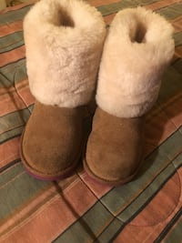 Nice kids Ugg Boots get them Now New York