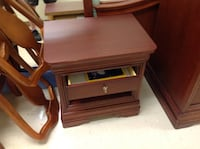Bed side table by Thomasville, like new condition  Annapolis, 21403