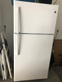 Refrigerator with freezer Victorville, 92394