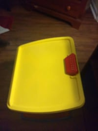 toddler's yellow plastic writing desk Greenville, 27834