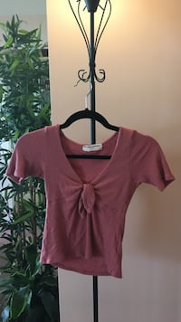 Urban outfitters small pink salmon t shirt Mississauga, L5R 3K9