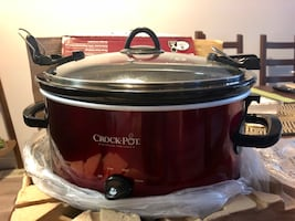 EUC Crock-pot 6-quart Cook & Carry Oval Portable Slow Cooker - Red