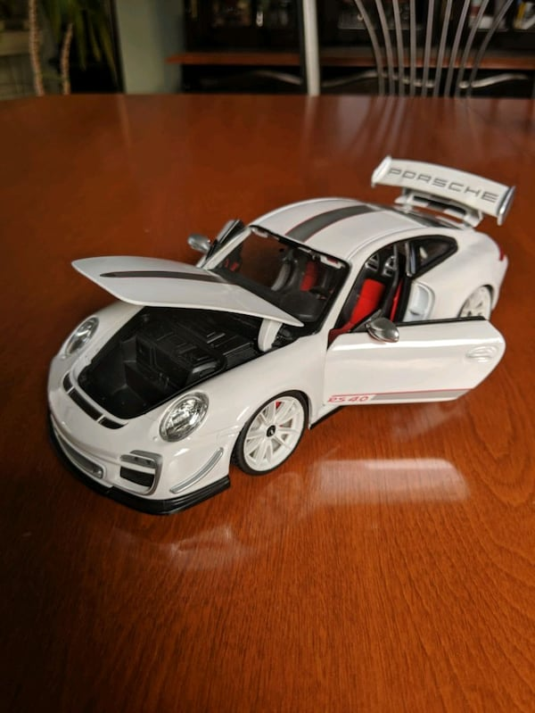 *Perfect condition* Openable 1:18 Porsche 911 GT3 RS 4.0 62f310b9-827b-4224-8d60-ebac134bf05f