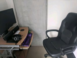 Computer desk with free chair