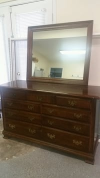 Dresser with mirrow Fairfax, 22033