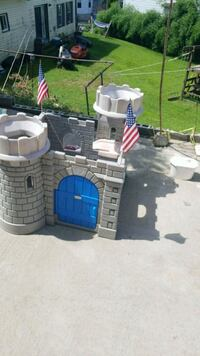 white and blue plastic castle toy Worcester, 01604