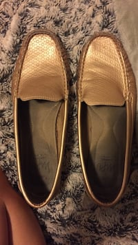 Women's pair of brown-and-gray leather loafers Hamilton, L0R 2Z7