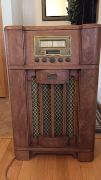 Antique reproduction am fm cassette old looking radio