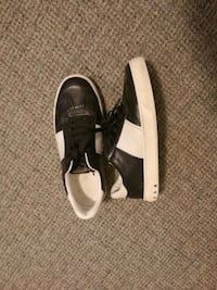 pair of black-and-white low top sneakers Vancouver, V5P 4K1