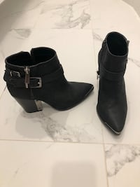 Vince Camuto leather black booties size 6 Aurora, L4G 6R5