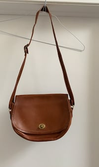Vintage leather purse Gatineau, J8T 5N7