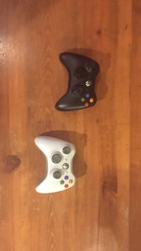 2 Xbox 360 $20 or $10 for 1 small wear works perfectly Seattle, 98199