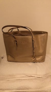 Women's gold michael kors tote bag Vancouver, V5Z 1A3