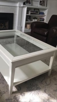 WHITE WOODEN COFFEE TABLE WITH GLASS TOP LIKE NEW Mississauga, L4Z