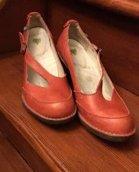 Red Naturalista pumps; size 8.5 Winnipeg, R3G 3C9