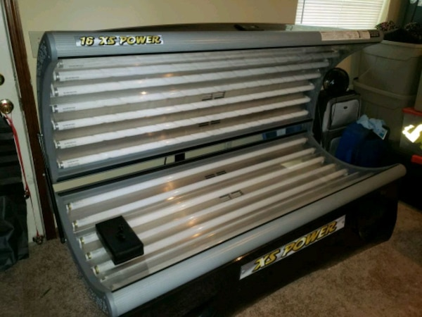 16XS power delux tanning bed