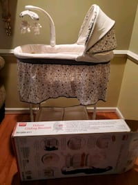 Deluxe Gliding Bassinet New Ashburn, 20148